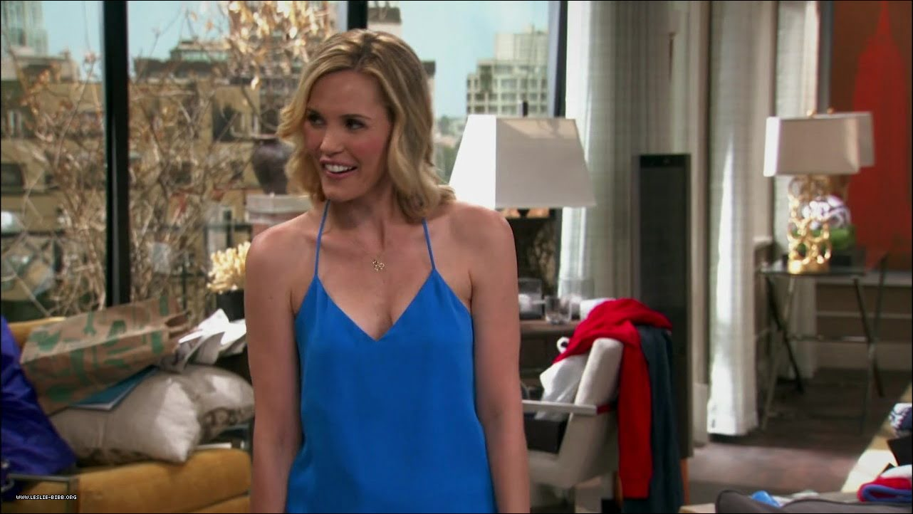 "Leslie Bibb on ""The Odd Couple"""